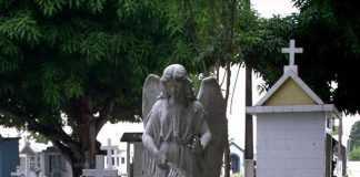 A arte tumular é algo incrível.A beleza artística que se encontra no Cemitério São João Batista não deixa a desejar.
