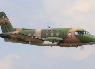 Avião de transporte modelo C-95A Bandeirante