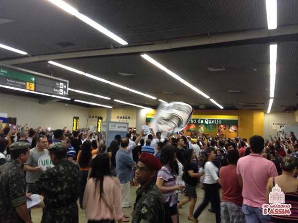 Vascaínos invadiram o Aeroporto Internacional Eduardo Gomes em Manaus foto enviada por : Rômulo Júnior