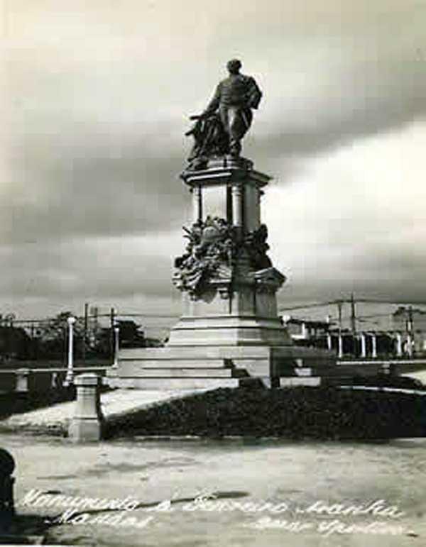 Monumento do fundador da província do Amazonas Tenreiro Aranha na Praça da Saudade