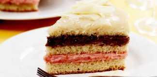 Bolo três brigadeiros: branco, chocolate e morango: mais colorido em sua sobremesa