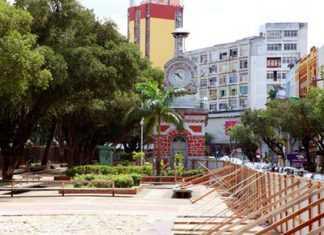 Isolamento da Praça da Matriz prejudica o turismo e torna a área mais vulnerável à ação de criminosos (J. Renato Queiroz (março/2014))