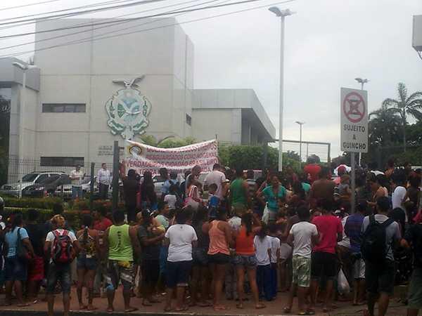 Manifestação Indígena em frente a sede do governo do Amazonas