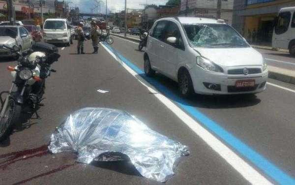 Homem morreu no local, antes da chegada da ambulância do Samu Foto: Arnoldo Santos / Record News Manau