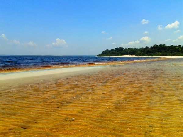 Conheça a Praia do Japonês