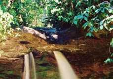 Conheça a Cachoeira da Pedra Furada