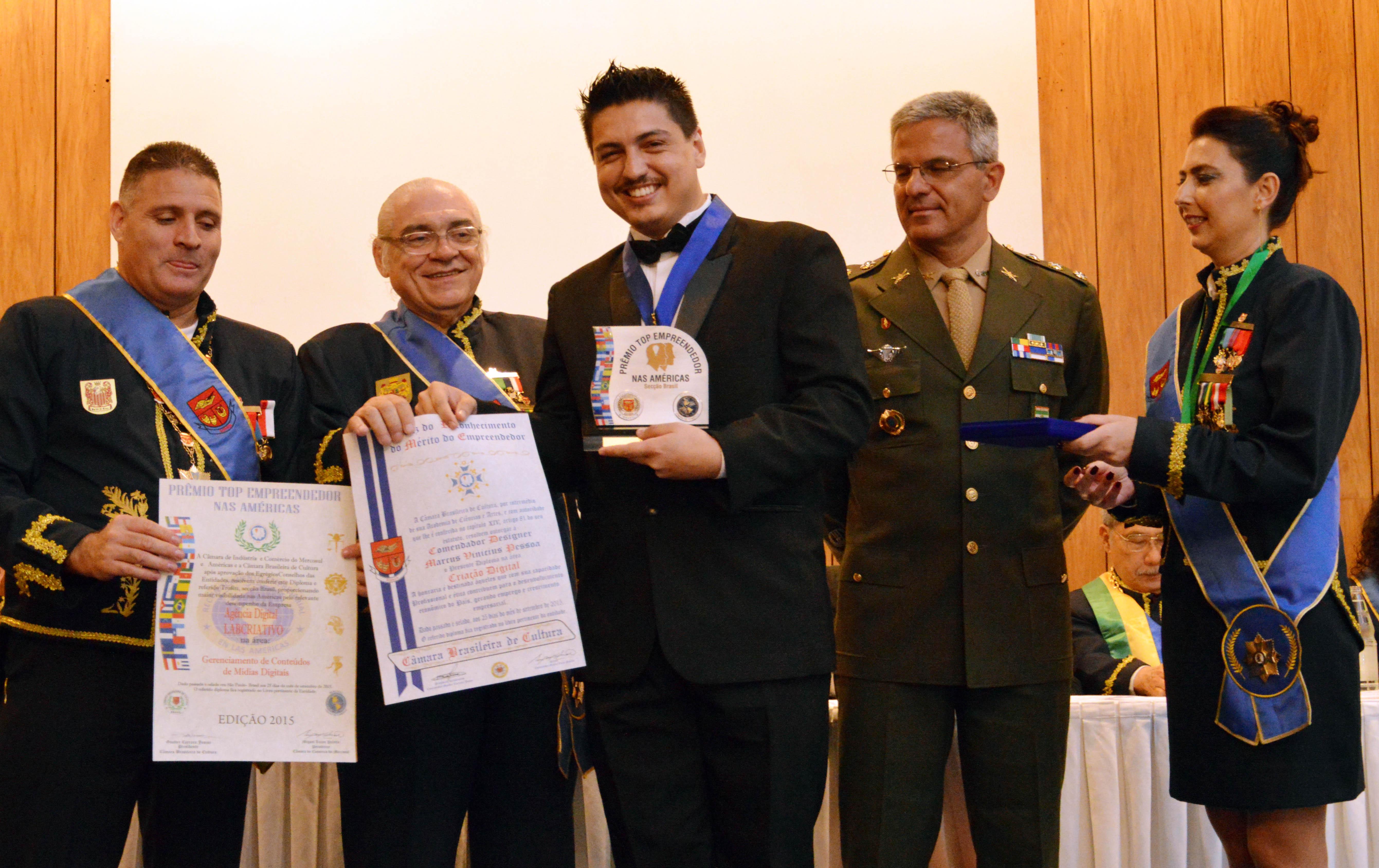 Marcus Pessoa recebe título de comendador pela Câmara Brasileira de Cultura.