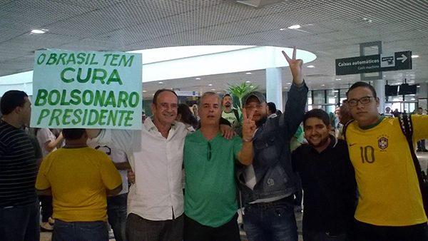 200 pessoas recebem Bosonaro em Manaus
