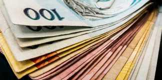 Presidente Dilma Roussef fixa em R$ 880 valor do salário mínimo a partir de 1º de janeiro