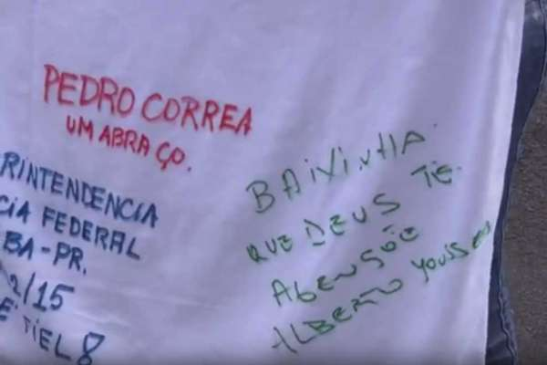 Camisa autografada por presos da Lava Jato