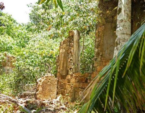 A cidade de Airão Velho, a 180 km de Manus, no Estado do Amazonas, teve seu auge há mais de 100 anos e sua decadência econômica traduziu-se na partida dos moradores.