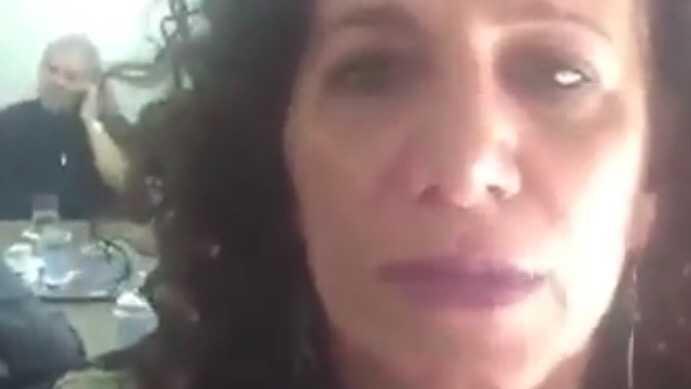 Ex-presidente fala ao telefone com Dilma, como informa Jandira Feghali