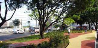 Praça Domingos Russo, na avenida Djalma Batista, conjunto Vieiralves