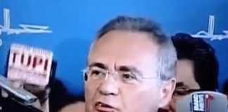 Dente de Renan cai durante entrevista no intervalo do Impeachment