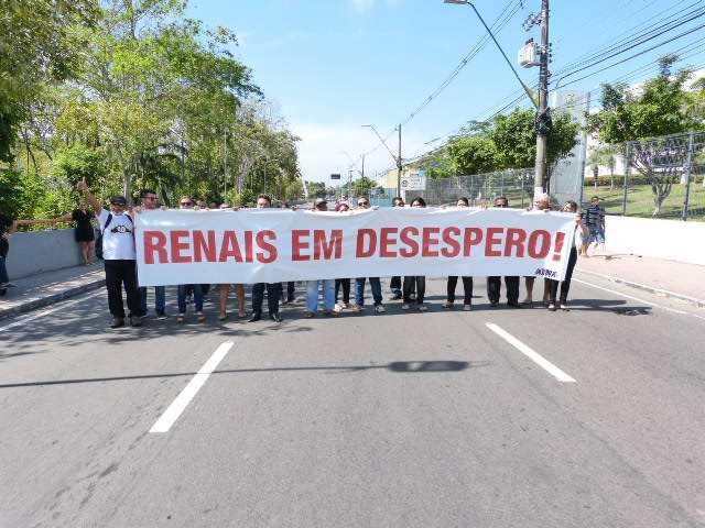 Pacientes Renais Crônicos fazem manifestação na frente da Sede do Governo
