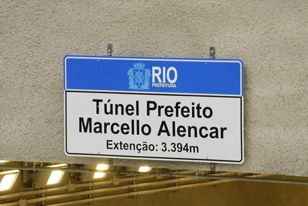 refeitura inaugura Túnel e erro de português chama atenção