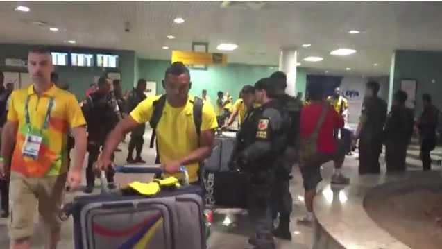 A seleção olímpica de futebol da Colômbia desembarcou no aeroporto internacional Eduardo Gomes, Zona Oeste de Manaus, na madrugada (por volta das 4h) deste domingo