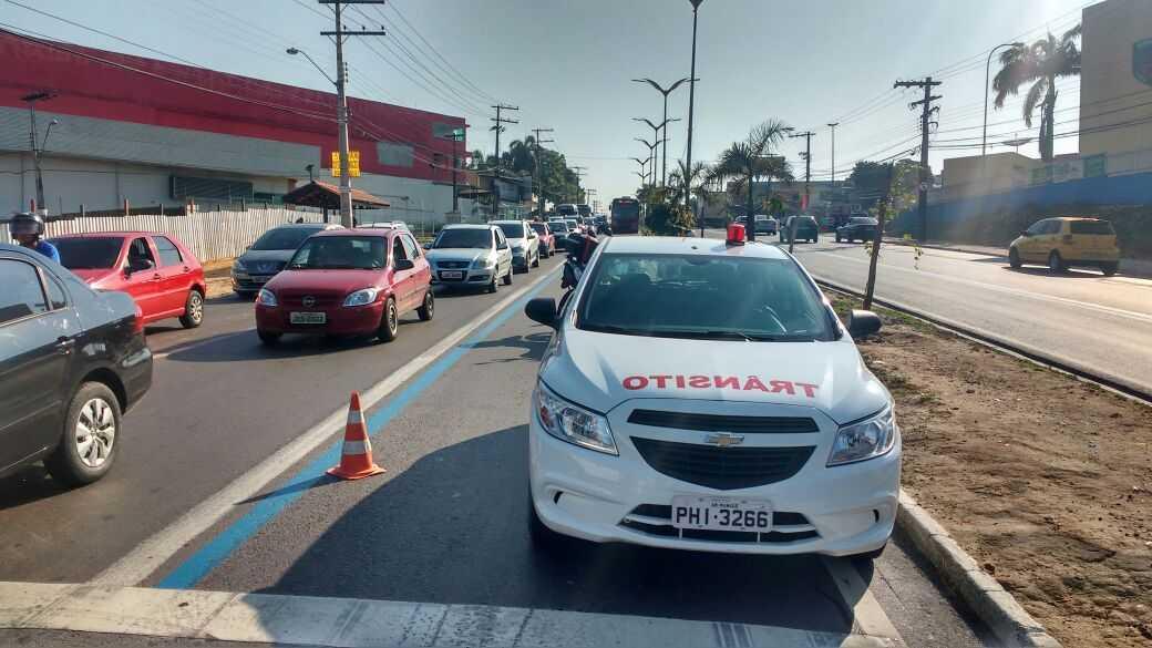 Homem é atropelado no 1º dia de Faixa Azul na Avenida Max Teixeira - Imagem enviada por Whatsapp