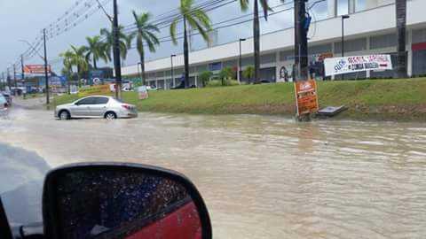Temporal causa alagamentos em diversas áreas de Manaus