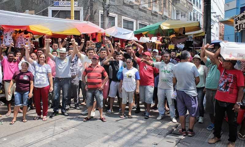 Camelôs fazem manifestação de apoio a Marcelo Ramos