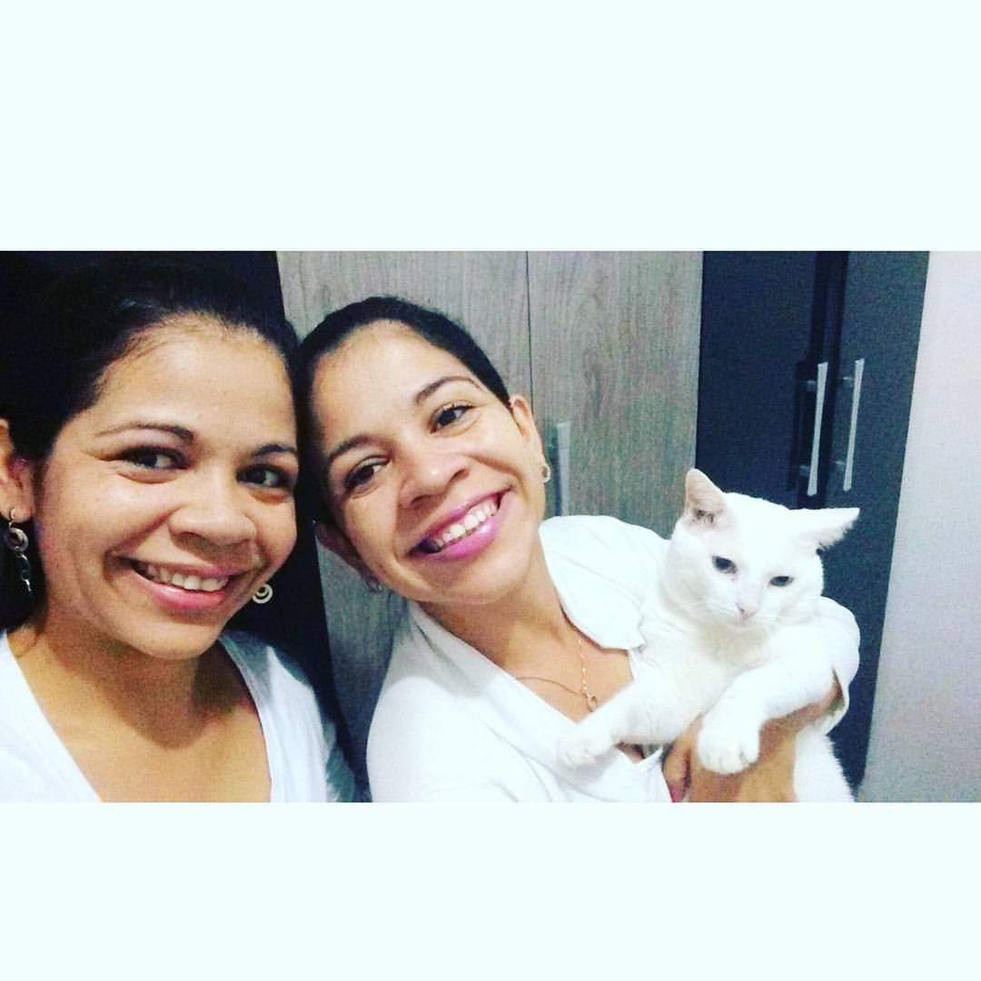 As irmãs gêmeas, Elizeth e Elizabeth Silva com Bebel - Imagem: Reprodução do Facebook