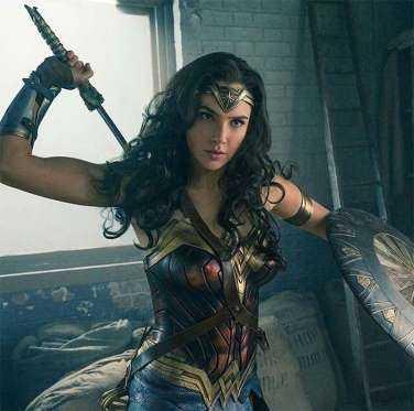 Após aparecer brevemente em Batman VS Superman ficou óbvio que a Mulher Maravilha merecia um filme só dela, não é mesmo? Pois o longa, intitulado apenas como Mulher Maravilha, mostrará a evolução da heroína. A estreia acontece no dia 1º de junho!