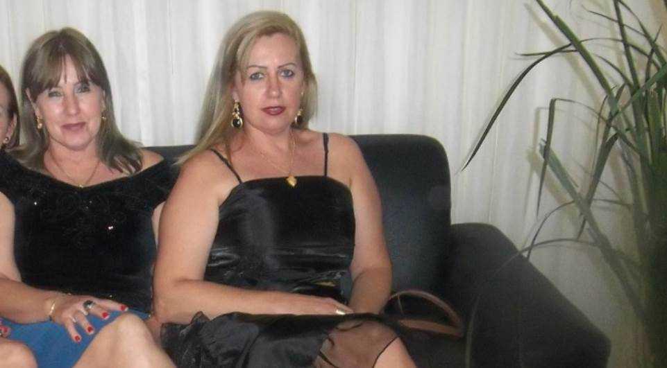 Foto no Facebook da acusada mostra as duas irmãs juntas: Ladis, à esquerda e Janete, à direita.