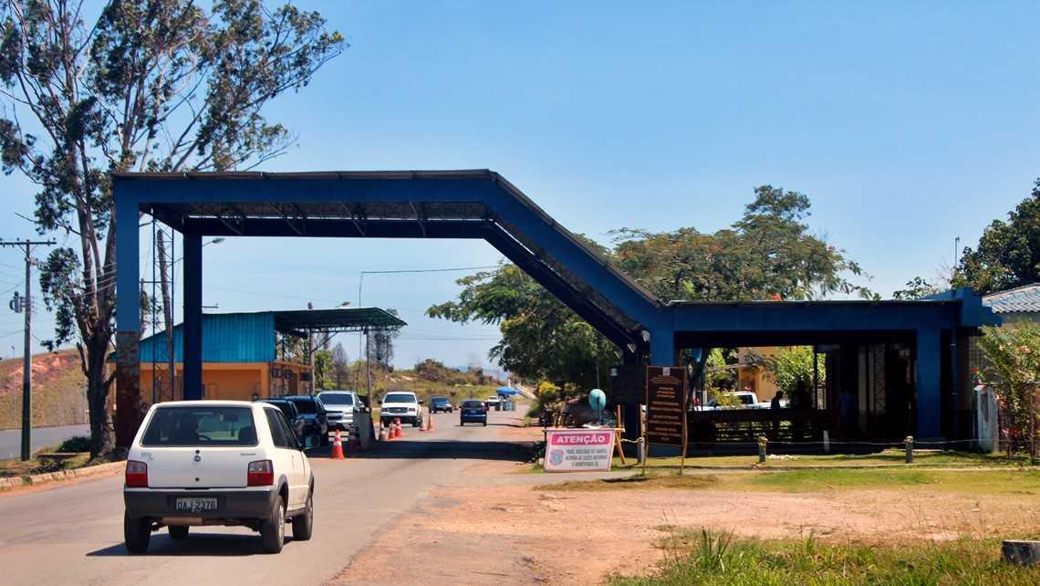 Brasileiros continuam retidos na Venezuela após fechamento de fronteira