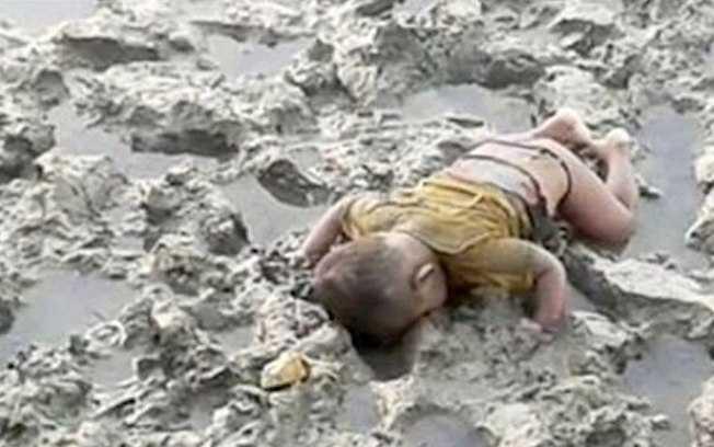 Mohammed tinha apenas 16 meses e morreu durante naufrágio do rio Naf, que divide Myanmar e Bangladesh / Reprodução/Twitter - 04.01.17