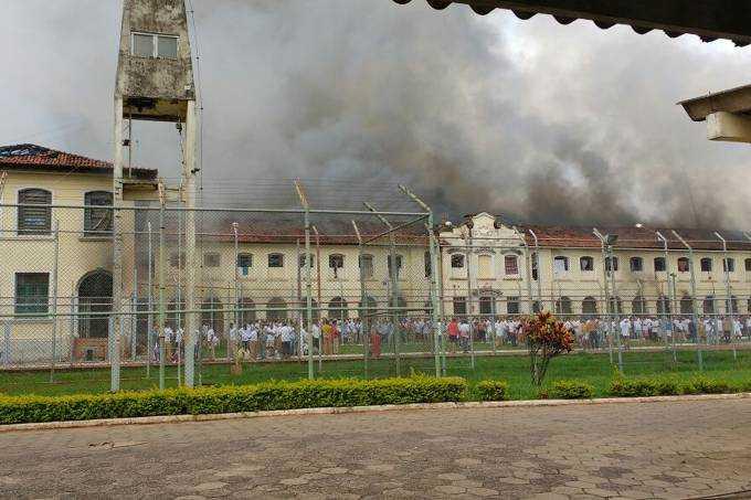 Centro de Progressão Penitenciária (CPP), em Bauru, em chamas (Divulgação)