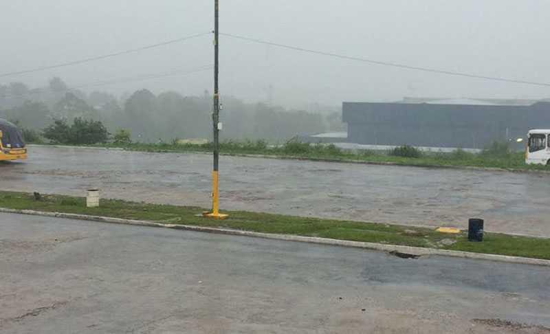 Temporal alagou várias ruas em Manaus / Divulgação Whatsapp