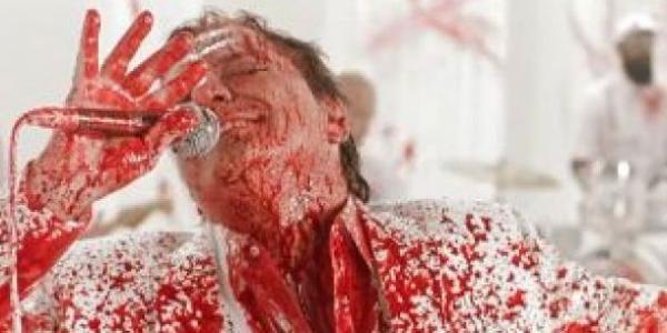 Fábio Junior aparece coberto de 'sangue' em vídeo