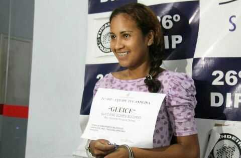 Gleiciane Gomes Sotero, conhecida como 'Cleici', 18, e Antônia Braga Cardoso, a 'Cachoeira', 28, foram presas após denuncias- Fotos: Jander Robson