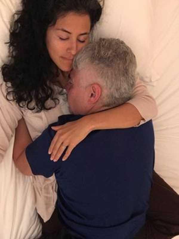 """Janet é uma """"abraçadora"""" profissional; ela descobriu atividade em workshop de sexualidade imagem: Reprodução/Daily Mail"""