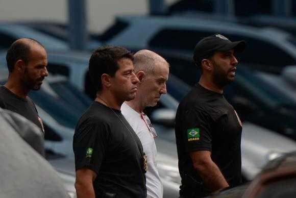 Empresário Eike Batista deixa a sede da PF, na região portuária do Rio, após depoimento na Delegacia de Combate ao Crime Organizado e Desvio de Recursos. Eike ficou calado, se reservando a só falar em juízo. / Divulgação