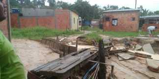deslizamento de terras durante chuva forte em Manaus / Divulgaçao Whatsapp