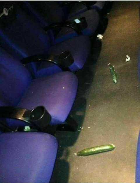 Funcionários de cinema acham pepino após sessão de 50 Tons Mais Escuros / Divulgação