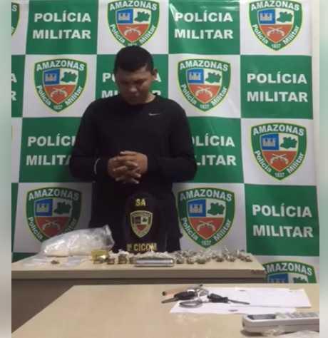 """Policiais cantaram """"parabéns para você"""" para suspeito detido no dia do aniversário Foto: Reprodução / Facebook"""