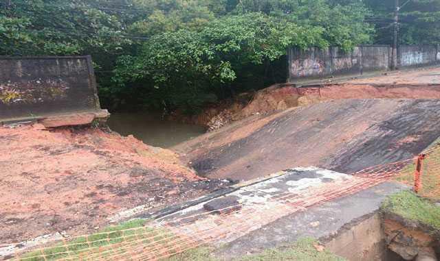 Avenida Loris Cordovil desaba e trânsito é alterado/Foto: Divulgação