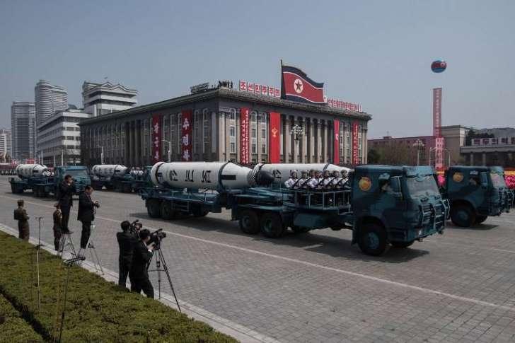 Coreia do Norte exibe mísseis ICBM em parada militar (Ed Jones/AFP)