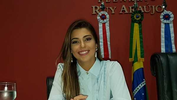 Ex-BBB Vívian Amorim recebe diploma de Honra ao Mérito na ALEAM - Imagem de Divulgação