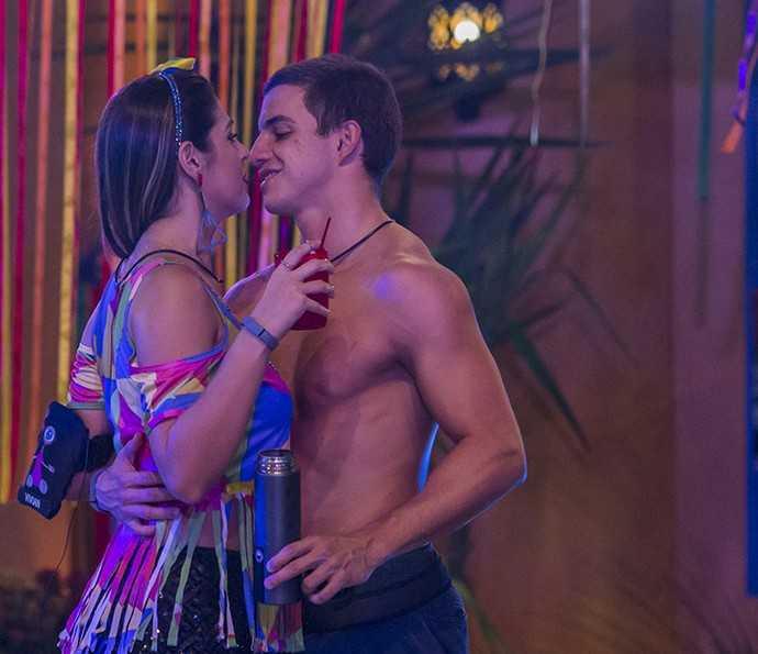 Vivian e Manoel dançaram coladinhos durante o BBB17 (Foto: Artur Meninea/Gshow)