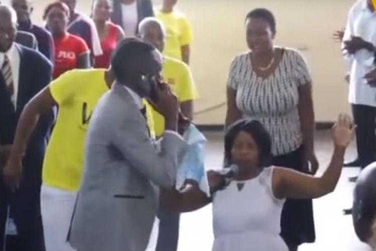 Pastor ainda disse quais as revelações sobre a vida mulher Deus teria feito. Foto: Reprodução/YouTube