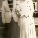 Foto rara de Silvio Santos usando vestido (Foto: Reprodução / Twitter)