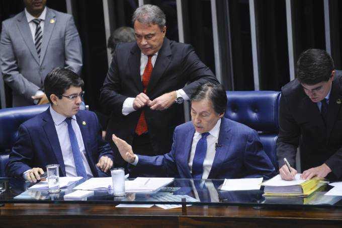 Senadores Randolfe Rodrigues (Rede-AP), Alvaro Dias (PV-PR) e Eunício Oliveira (PMDB-CE) (Marcos Oliveira/Agência Senado)