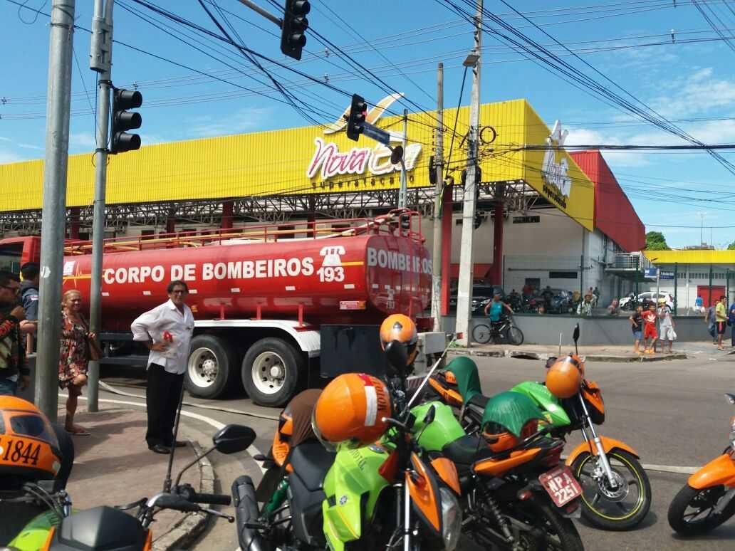 Mototaxistas e taxistas se unem em protesto em frente a sede da Prefeitura de Manaus - Imagem: No Amazonas é Assim