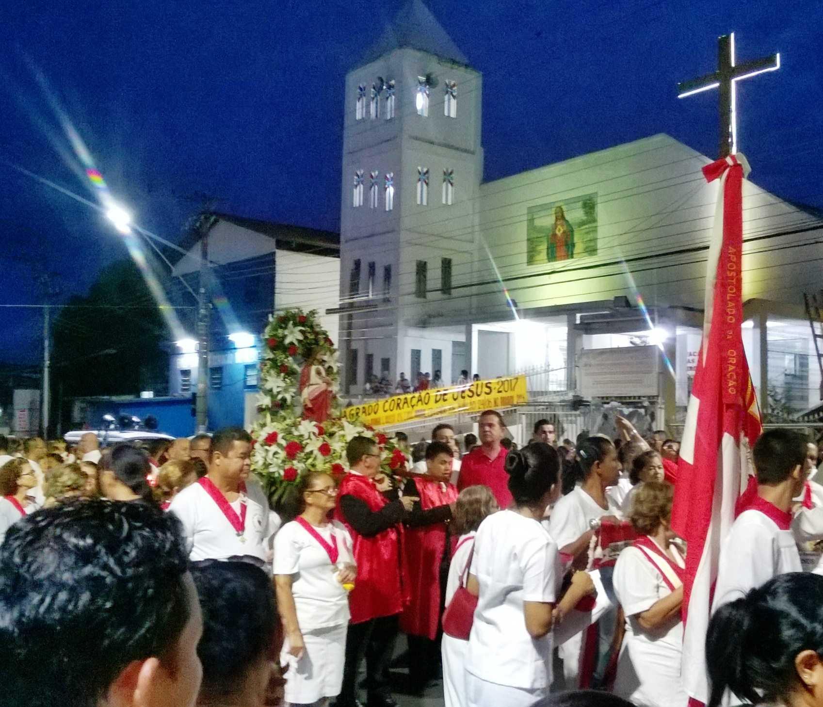 Procissão na Paróquia Sagrado Coração de Jesus - Imagem: reprodução facebook