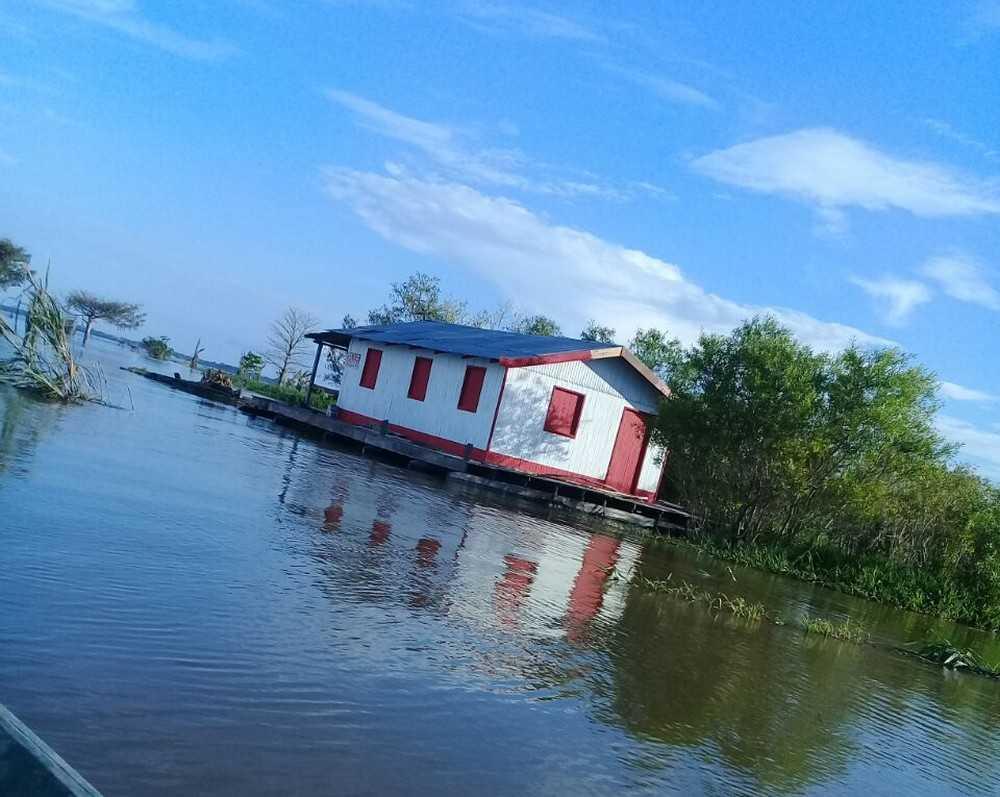 Flutuante foi levado por criminosos em barco de grande porte, segundo denúncia feita à polícia Imagem: Divulgação/Polícia Civil