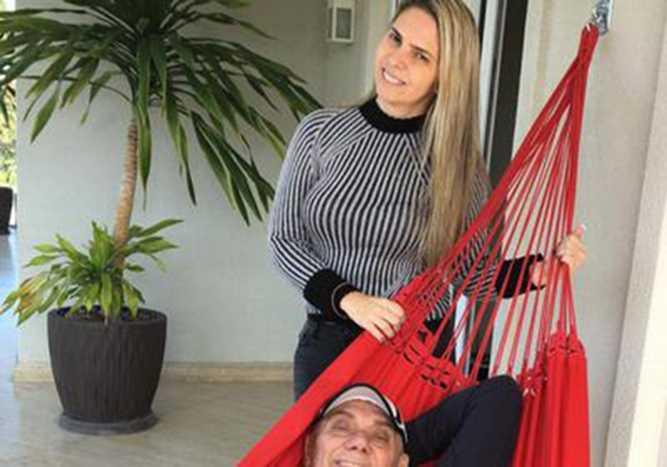Marcelo Rezende ganha declaração da linda namorada, Luciana Lacerda. / Divulgação