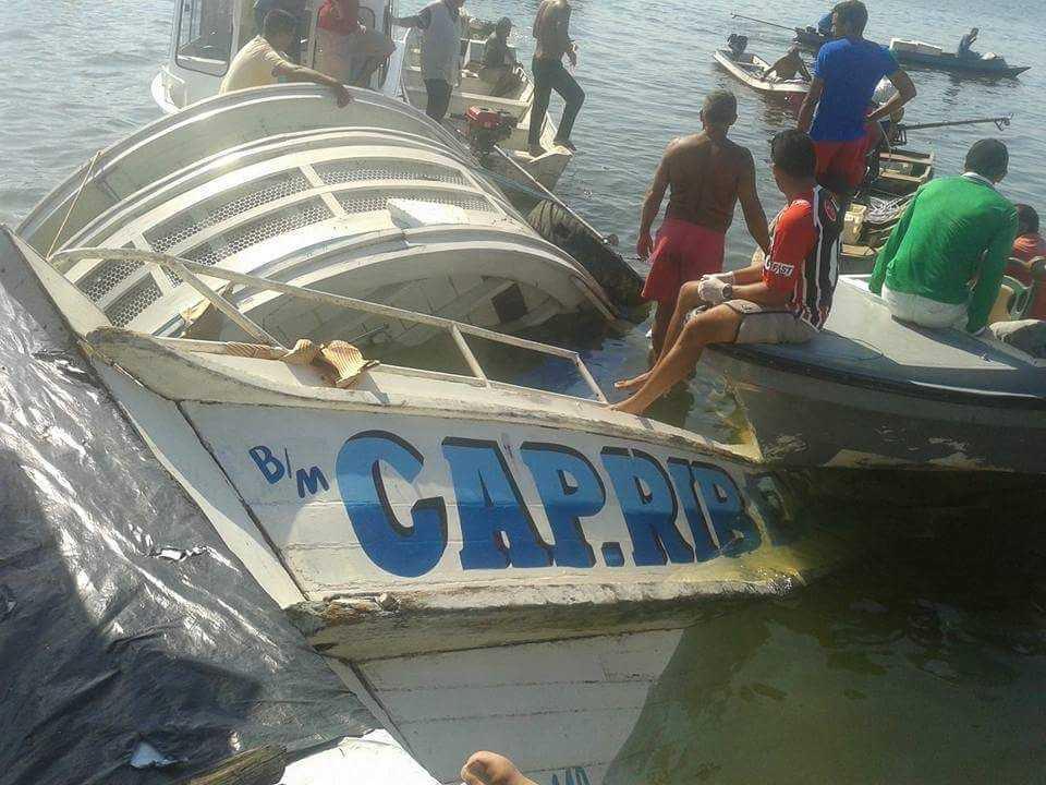 Barco naufraga com cerca de 70 pessoas a bordo, no rio Xingu - Imagem: Via Whatsapp